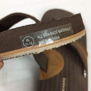 2d386cc9b3ae Dockers Shoes - NWT Men s Dockers Thong Flip Flops Brown SZ XLRG